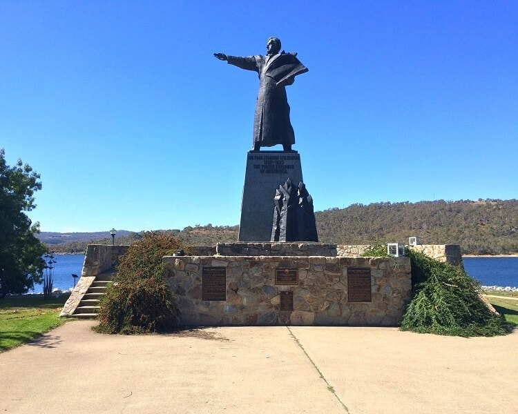 Sir Paul Edmund Strzelecki Monument in Jindabyne