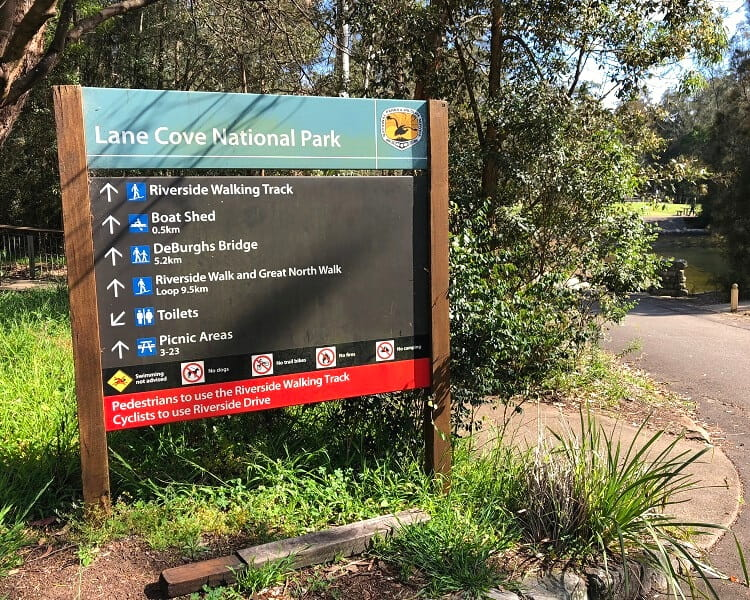 Signpost for Lane Cove National Park south